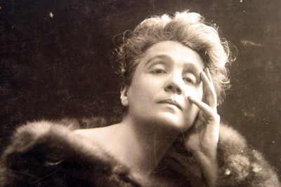 The godmother Eleonora Duse, the most famous theater diva of the period around 1900. © The Retro Set